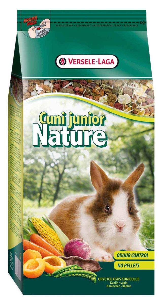 Корм для молодых кроликов Versele-Laga Cuni Junior Nature, 750 г461354Корм Versele-Laga Cuni Junior Nature - это полноценный основной корм для молодых и карликовых кроликов, разработанный с учетом их пищевых потребностей. Применять до 6-месячного возраста. Это высококачественная смесь природных компонентов, которая содержит все необходимые для организма питательные вещества, витамины, минералы и аминокислоты, необходимые для оптимального роста и развития вашего питомца. Cuni Junior Nature содержит дополнительное количество клетчатки, трав, овощей, фруктов и добавок, важных для здоровья. Это обеспечивает превосходное пищеварение, гигиену полости рта, сияющую шерсть и великолепное здоровье. Широкое разнообразие ингредиентов гарантирует превосходный вкус и усваиваемость. Не содержит прессованных гранул! Состав: продукты растительного происхождения, экстракт белков овощного происхождения, овощи (18,5%, из которых 15,5% морковь и 5,5% свекла), хлебные злаки, семена (4,5%, из которых 19% семя льна), фрукты (3,5%, из которых 20% абрикос и 80%...