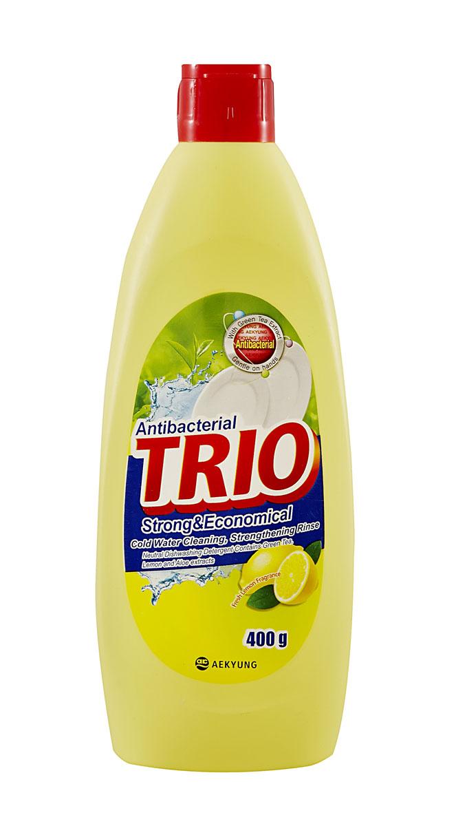 Средство для мытья посуды Trio Антибактериальное, 400 мл871249Средство для мытья посуды Trio Антибактериальное имеет следующие особенности: - нейтральное средство для мытья посуды; - безопасно для кожи рук, содержит экстракт зеленого чая, лимона и алоэ; - подходит для мытья посуды, овощей и фруктов; - легко и эффективно очищает; - обладает запахом свежего лимона. Товар сертифицирован.