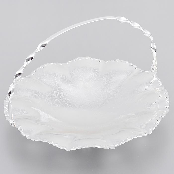 Ваза для сервировки Queen Anne, с ручкой, диаметр 23 см. Ан 0/6373Ан 0/6373Великолепная ваза Queen Anne выполнена из стали с серебрением и украшена изящной гравировкой. Изделие оснащено подвижной ручкой для удобной переноски и тремя круглыми ножками. Такая ваза придется по вкусу и ценителям классики, и тем, кто предпочитает утонченность и изысканность. Ваза Queen Anne украсит ваш стол и подчеркнет прекрасный вкус хозяина, а также станет отличным подарком. Изделие покрыто устойчивым от потускнения лаком. Изредка мойте в мыльной воде. Не применять средства для чистки серебра - это уничтожит лаковое покрытие. Характеристики: Материал: сталь. Диаметр вазы: 23 см. Высота стенок вазы: 4 см. Высота вазы с учетом ручки: 15,5 см. Размер упаковки: 23 см х 24 см х 6,5 см. Изготовитель: Великобритания. Артикул: Ан 0/6373.