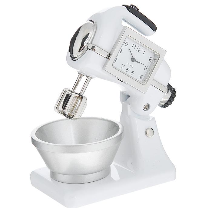 Часы настольные Миксер, цвет: белый. 2242722427Оригинальный дизайн настольных часов Миксер разработан с учетом современных тенденций оформления интерьеров. Выполненные из металлического сплава в виде кухонного миксера, эти часы, несомненно, будут привлекать к себе внимание. Часы с кварцевым механизмом работают плавно и бесшумно и требуют лишь примерно раз в год замены батарейки. На циферблате имеются часовая, минутная и секундная стрелки. Такие часы легко впишутся в любой интерьер и станут великолепным подарком! Характеристики: Материал: металл (сплав цинка), стекло. Цвет: белый. Размер часов (Д х В х Ш): 7,5 см х 8 см х 4,5 см. Размер циферблата: 2,2 см х 1,6 см. Размер упаковки: 10,5 см х 7,5 см х 7 см. Артикул: 22427.