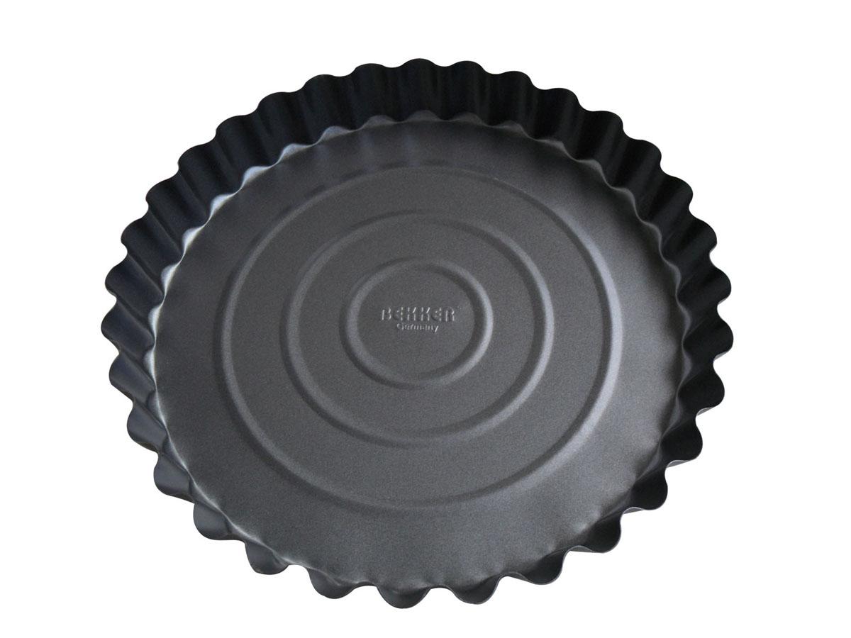 Форма для выпечки Bekker с антипригарным покрытием, цвет: серый, диаметр 27,7 см. BK-3957 (24)BK-3957 (24)Круглая форма для выпечки Bekker изготовлена из углеродистой стали серого цвета с антипригарным покрытием Goldflon, благодаря чему пища не пригорает и прилипает к стенкам посуды. Кроме того, готовить можно с добавлением минимального количества масла и жиров. Антипригарное покрытие также обеспечивает легкость мытья. Стенки рельефные, что придает выпечке особую аппетитную форму. Подходит для использования в духовом шкафу. Не подходит для СВЧ-печей. Рекомендуется ручная чистка. Используйте только деревянные и пластиковые лопатки. Характеристики: Материал: углеродистая сталь. Цвет: серый. Диаметр формы: 27,7 см. Высота стенки: 3,5 см. Толщина стенки: 0,4 мм. Производитель: Германия. Изготовитель: Китай. Артикул: BK-3957 (24).