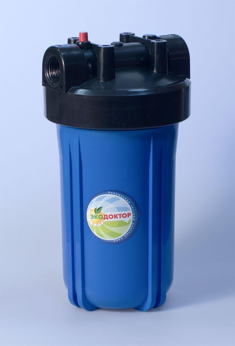 Фильтр для воды ЭкоДоктор 1С10ВВ, 168/5/2Фильтр ЭкоДоктор предназначен для тонкой очистки воды от механических частиц, удаления песка, ржавчины и улучшения показателей мутности и цветности воды. Он имеет увеличенный ресурс и степень очистки. Собран из импортных высококачественных комплектующих. Колба имеет синий корпус из прочного пластика и одинарное уплотнительное кольцо. В комплект фильтра входят колба, картридж, кронштейн для крепления на стену, ключ для замены картриджей, инструкция по эксплуатации.Характеристики: Стандарт: 10 BB. Высота корпуса 36 см. Подключение: 1. Рабочее давление воды: до 8 Атм. Температура воды на входе: 2-45°С. Размер упаковки: 19,5 см х 19,5 см х 36 см. Артикул: 111103.
