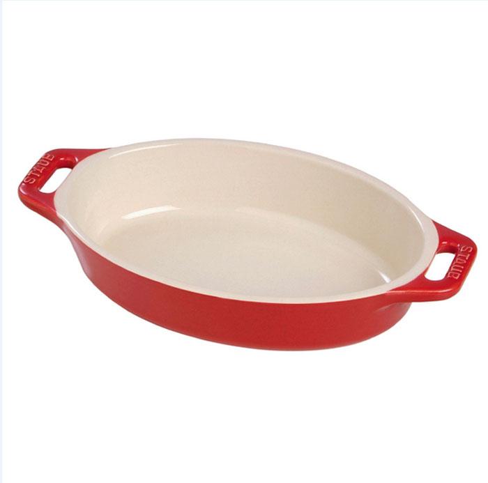 Форма овальная керамическая Staub, цвет: вишневый, 37 х 26 х 6 см40511-160Овальная форма Staub изготовлена из керамики, покрытой эмалью из стеклянного порошка. Не содержит свинца. Она отлично подойдет для приготовления и подачи на стол разнообразных запеканок, кексов и пирогов. Подходит для использования в духовке, гриле и микроволновой печи, может использоваться для сервировки. Нельзя использовать на открытом огне. Можно помещать в морозильную камеру, но не ставить керамическую посуду из морозильной камеры сразу в горячую духовку. Можно мыть в посудомоечной машине или вручную, используя губку. Сушить вверх дном. Максимальная и минимальная температура использования: +300°С/-20°С.