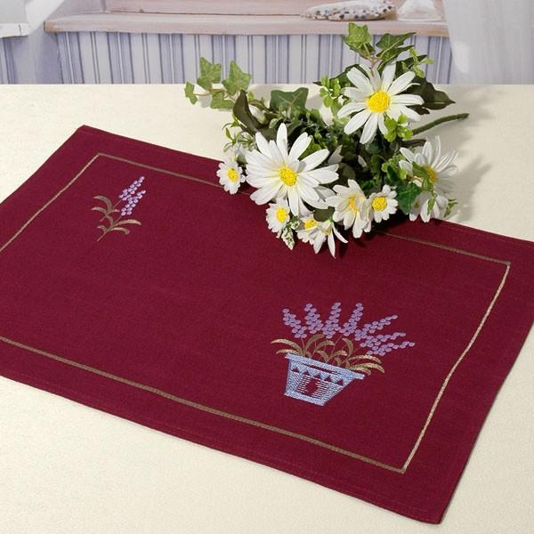 Салфетка Schaefer, цвет: фиолетовый, 35 х 50 см 06912-30306912-303Очень яркая и красивая салфетка Schaefer выполнена из полиэстера и украшена вышивкой в виде цветов. Изделия из полиэстера легко стирать: они не мнутся, не садятся и быстро сохнут, они более долговечны, чем изделия из натуральных волокон. Вы можете использовать салфетку для декорирования стола, комода, журнального столика. В любом случае она добавит в ваш дом стиля, изысканности и неповторимости и убережет мебель от царапин и потертостей. Характеристики: Материал: 100% полиэстер. Размер салфетки: 35 см х 50 см. Цвет: фиолетовый. Немецкая компания Schaefer создана в 1921 году. На протяжении всего времени существования она создает уникальные коллекции домашнего текстиля для гостиных, спален, кухонь и ванных комнат. Дизайнерские идеи немецких художников компании Schaefer воплощаются в текстильных изделиях, которые сделают ваш дом красивее и уютнее и не останутся незамеченными вашими гостями. Дарите себе и близким красоту каждый...
