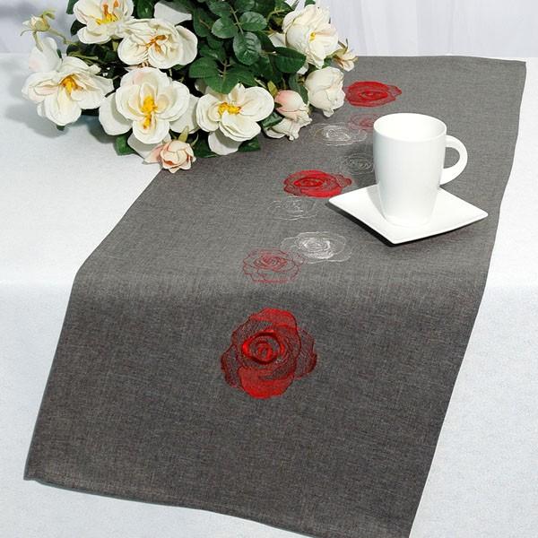 Дорожка для декорирования стола Schaefer, прямоугольная, цвет: красный, серый, 40 x 100 см 07240-20207240-202Дорожка серого цвета и вышитыми шелком розами красного и белых цветов. Очень стильна и красивая. Новинка в ассортименте немецкой компании Schaefer. Это текстильное изделие станет удобным, комфортным украшением Вашего дома! Характеристики: Материал: 100% полиэстер. Размер: 40 см х 100 см. Цвет: красный, серый. Немецкая компания Schaefer создана в 1921 году. На протяжении всего времени существования она создает уникальные коллекции домашнего текстиля для гостиных, спален, кухонь и ванных комнат. Дизайнерские идеи немецких художников компании Schaefer воплощаются в текстильных изделиях, которые сделают ваш дом красивее и уютнее и не останутся незамеченными вашими гостями. Дарите себе и близким красоту каждый день!