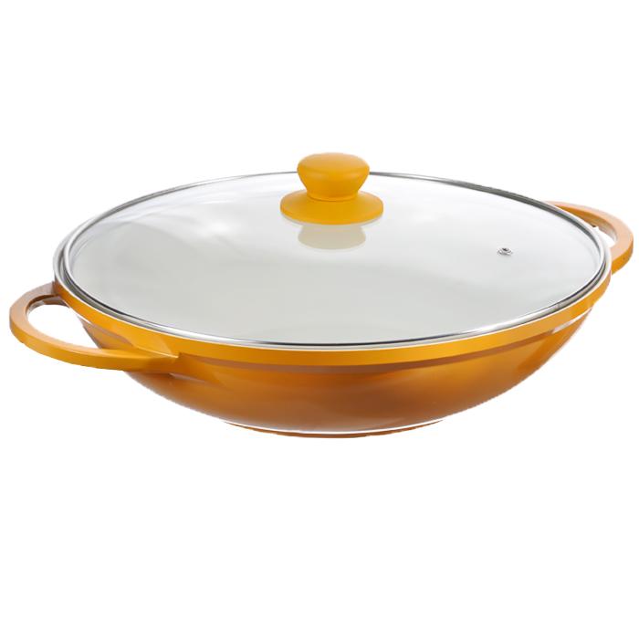 Казан Mayer & Boch с крышкой, цвет: желтый. Диаметр 32 см. 2221022210 желтыйКазан Mayer & Boch, изготовленный из керамики, идеально подходит для приготовления вкусных тушеных блюд. Он имеет внешнее желтое и внутреннее кремовое эмалевое покрытие. Сковорода с керамическим покрытием предназначена для здорового и экологичного приготовления пищи. Гладкая и высококачественная поверхность легко чистится: ее можно мыть в воде руками или вытирать полотенцем. Казан оснащен двумя удобными ручками из нержавеющей стали. Крышка изготовлена из жаропрочного стекла и оснащена отверстием для выпуска пара и металлическим ободом. Такая крышка позволяет следить за процессом приготовления пищи без потери тепла. Она плотно прилегает к краю казана, сохраняя аромат блюд. Казан можно использовать на всех типах плит, включая индукционные. Можно мыть в посудомоечной машине и хранить в холодильнике. Наслаждайтесь приготовлением пищи в вашей керамической сковороде. Характеристики: Материал: керамика, эмаль, силикон, стекло, нержавеющая сталь. ...