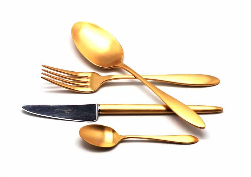 Набор столовых приборов Cutipol Van der Rohe Gold, цвет: золотистый матовый, 24 предмета92129212 VAN DER ROHE GOLD мат. Набор 24 пр. Характеристики: Материал: сталь. Размер: 405*295*65мм. Артикул: 9212.