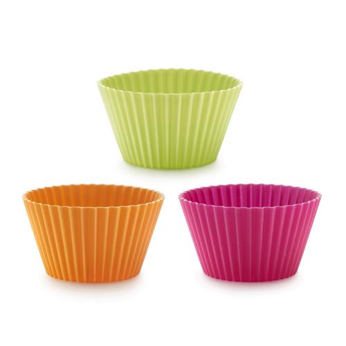 Набор мини-форм для выпечки Lekue Маффин, 6 шт. 0240100SURM0330240100SURM033Набор Lekue Маффин состоит из 6 круглых мини-форм для выпечки с рифлеными краями. Формы выполнены из силикона зеленого, оранжевого и розового цветов и предназначены для изготовления кексов, выпечки, желе, льда, мороженого и др. С помощью таких форм любой день можно превратить в праздник и порадовать детей. Силиконовые формы выдерживают высокие и низкие температуры (от -40°С до +220°С). Они эластичны, износостойки, легко моются, не горят и не тлеют, не впитывают запахи, не оставляют пятен. Силикон абсолютно безвреден для здоровья. Не используйте моющие средства, содержащие абразивы. Можно мыть в посудомоечной машине. Подходит для использования во всех типах печей. Характеристики: Материал: силикон. Цвет: оранжевый, зеленый, розовый. Размер формы: 8 см х 4 см х 5 см. Комплектация: 6 шт.