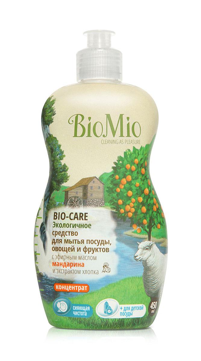 Средство для мытья посуды, овощей и фруктов BioMio, с эфирным маслом мандарина, 450 млЭМ-239Многофункциональное эффективное средство BioMio с мягким безопасным действием идеально подходит для мытья детской посуды, овощей и фруктов. Концентрированная формула обеспечивает экономичный расход. Специальная формула с экстрактом хлопка обеспечивает мягкое и деликатное действие на кожу рук. Подтвержденный антибактериальный эффект с дополнительной защитой для всех членов семьи благодаря ионам серебра. Безопасно для окружающей среды. Эфирное масло мандарина прекрасно тонизирует, успокаивает и снимает усталость. Не содержит: фосфаты, агрессивные ПАВ, SLS/SLES, ПЭГ, хлор, нефтепродукты, искусственные ароматизаторы и красители. BioMio - линейка эффективных средств для дома, использование которых приносит только удовольствие. Уборка помогает не только очистить и гармонизировать свое пространство, но и себя, свои мысли, поэтому важно ее делать с радостью. Средства, созданные с любовью и заботой, помогут в этом и идеально справятся с загрязнениями,...