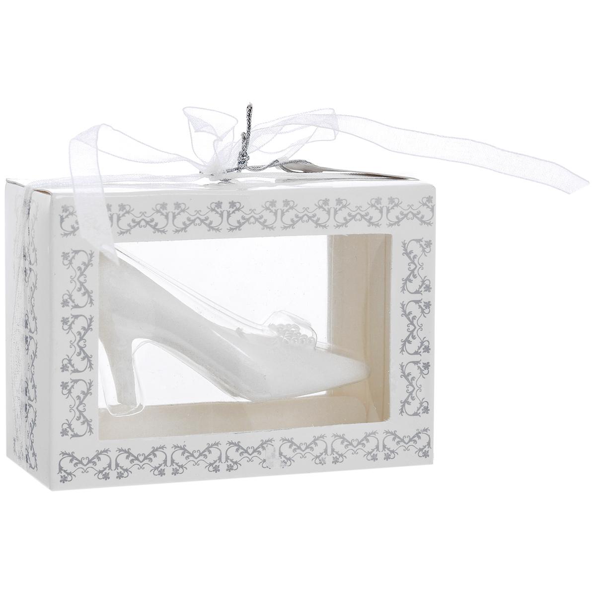 Свеча декоративная Туфелька, цвет: белый29278Декоративная свеча выполнена из белого парафина в виде туфельки. Свеча будет вас радовать и достойно украсит интерьер. Вы можете поставить свечу в любом месте, где она будет удачно смотреться, и радовать глаз. Кроме того, эта свеча - отличный вариант подарка для ваших близких и друзей. Характеристики: Материал: парафин. Цвет: белый. Размер свечи: 7 см х 3,5 см х 3,5 см.