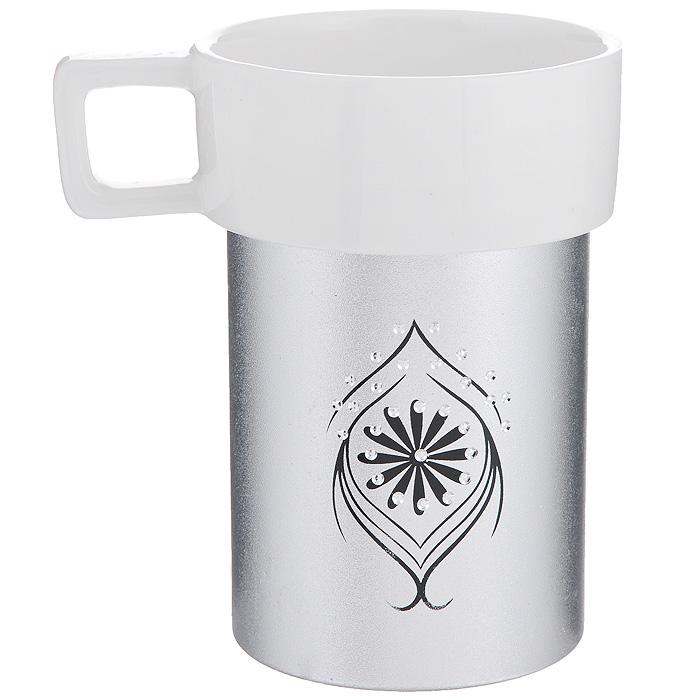 Кружка Amber Porcelain, цвет: белый, серебристый, 220 мл214180Кружка Amber Porcelain, выполненная из фарфора, имеет оригинальную форму и яркий дизайн. Дно изделия оснащено силиконовой накладкой. Такая кружка порадует вас дизайном и функциональностью, а пить чай или кофе из нее станет еще приятнее.