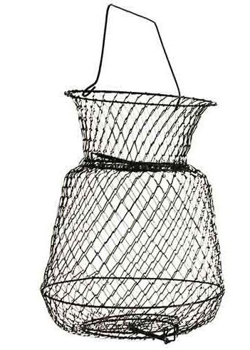 Садок металлический Salmo, 55 см х 37 см х 37 смFisherman Champion 10Металлические садки считаются наиболее прочными, долговечными и легко моются от рыбьей слизи. Садки имеют разную вместимость. Приемное отверстие оборудовано защитной крышкой, автоматически закрывающейся пружиной. Низ садка имеет выпускное отверстие для удобной выемки рыбы с крышкой открывающейся во внутрь. Садок имеет верхнюю защитную крышку, изготовленную в виде поплавка, поэтому этот садок всегда остается на плаву.