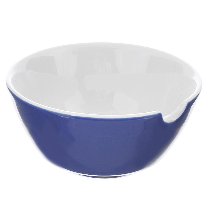 Соусник Brabantia, цвет: синий, диаметр 9,5 см620829Соусник Brabantia изготовлен из высококачественного фарфора. Внешние стенки - синего цвета, внутренние - белого цвета. Соусник оснащен специальной выемкой для ложечки. Прекрасно подойдет для красивой подачи соусов. Характеристики: Материал: фарфор. Цвет: синий, белый. Диаметр по верхнему краю: 9,5 см. Высота стенки: 4,5 см. Гарантия производителя: 5 лет.
