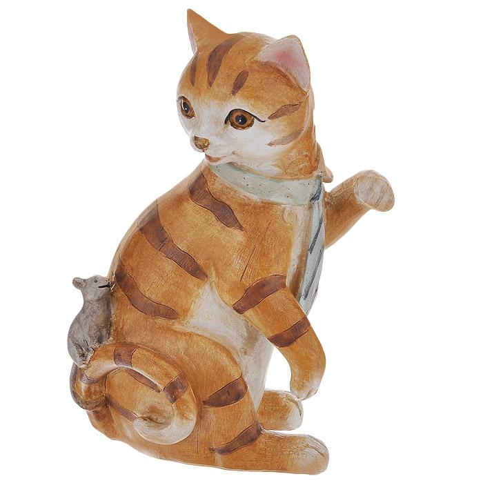 Статуэтка декоративная Кот и мышь, цвет: бежевый, высота 18 см. 3385333853Декоративная статуэтка Кот и мышь изготовлена из полирезины. Такая фигурка подойдет для декора интерьера дома или офиса. Вы можете поставить фигурку в любом месте, где она будет удачно смотреться и радовать глаз. Кроме того - это отличный вариант подарка для ваших близких и друзей. Характеристики: Материал: полирезина. Цвет: бежевый. Высота фигурки: 18 см.
