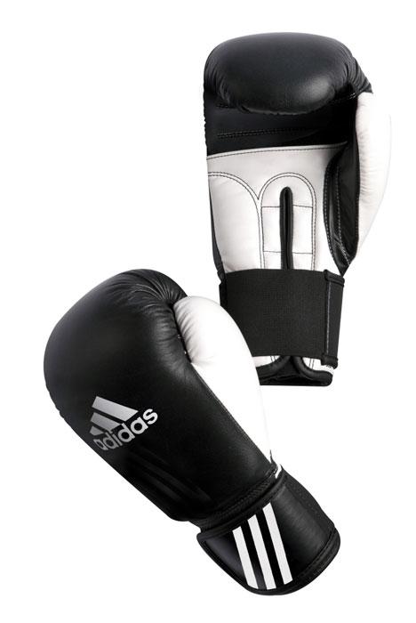 Перчатки боксерские Adidas Performer, цвет: черно-белый. adiBCO1. Вес 10 унцийadiBCO1Боксерские перчатки Adidas Performer для отработок ударов и комбинаций. Тыльная сторона в перчатках выполнена из прочной, износостойкой, натуральной кожи. Большой палец и ладонь изготовлены из износостойкого полиуретана. Внутренний наполнитель из формованной под давлением пены с интегрированной внутренней вставкой из геля, выполненной по технологии I-Protech. Внутренний наполнитель покрывает тыльную сторону, создавая надежную защиту рук и давая боксеру возможность безопасно тренироваться в полную силу. Внутренняя подкладка, выполненная из дышащего материала, и вентиляционное отверстие на ладони создают комфортный микроклимат внутри перчаток. Эластичный ремешок с фиксацией на липучке позволяет быстро одеть и снять перчатки.