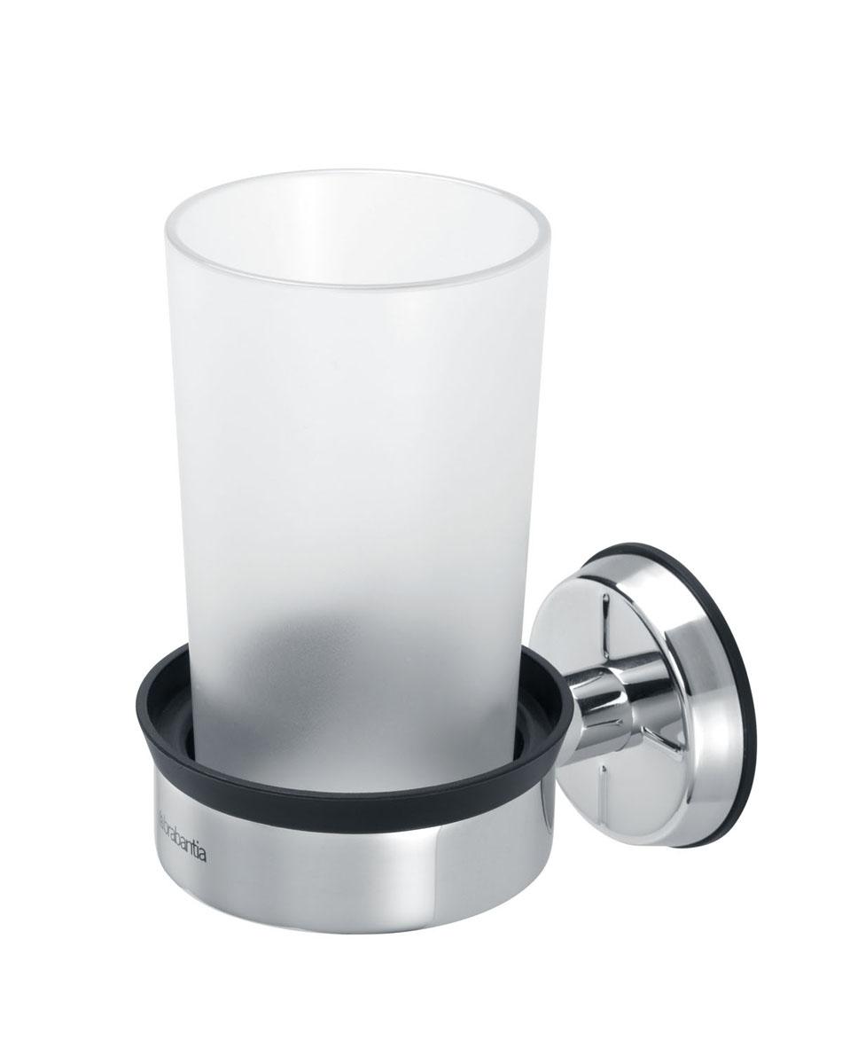 Стакан для ванной комнаты Brabantia, с держателем68/5/3Стакан для ванной комнаты Brabantia изготовлен из практически небьющегося пластика. Изделие крепится к стене при помощи держателя из высококачественной коррозионностойкой стали (крепежная фурнитура входит в комплект). Стакан можно мыть в посудомоечной машине.
