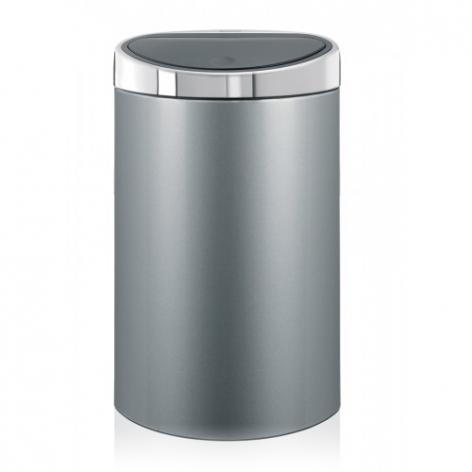 Бак мусорный Brabantia Touch Bin, цвет: металлик, 40 л361722Стильный Touch Bin на 40 литров – непременный атрибут каждой гостиной или кухни. Порадуйте себя и удивите гостей! Бесшумное открывание/закрывание крышки легким касанием - система soft touch; Удобная смена мешков для мусора - съемный блок крышки из нержавеющей стали; Эргономичное использование - плоская задняя стенка позволяет устанавливать бак вплотную к стене или в углу; Удобная очистка – съемное внутреннее ведро из пластика с вентиляционными отверстиями, предотвращающими образование вакуума при вынимании полного мусорного мешка; Легкое перемещение с места на место - прочная ручка для переноски; Предохранение пола от повреждений - пластиковый защитный обод; Бак изготовлен из коррозионно-стойких материалов – долговечность и удобство в очистке; Всегда опрятный вид - идеально подходящие по размеру мешки для мусора с завязками (размер L); 10-летняя гарантия Brabantia. Цвет: серый металлик