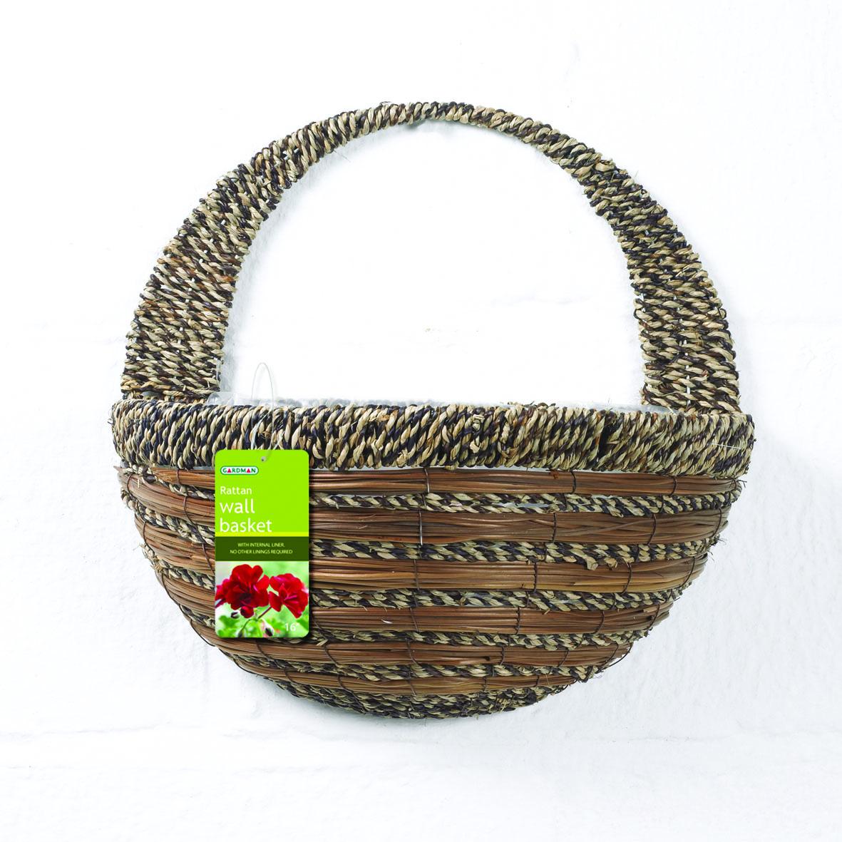 Кашпо настенное Gardman, 40 см х 20 см х 19 см. 02780Z-0307Настенное кашпо Gardman выполнено в виде плетеной корзинки из сизалевого волокна. Каркас изготовлен из металла. Корзина уже оснащена специальной пленкой и полностью готова для посадки растений. Прекрасно подходит для цветов.Кашпо часто становятся последним штрихом, который совершенно изменяет интерьер помещения или ландшафтный дизайн сада. Благодаря такому кашпо вы сможете украсить вашу комнату, офис или сад. Характеристики: Материал: металл, сизаль. Размер углубления для посадки (ДхШхВ): 40 см х 20 см х 19 см. Общий размер кашпо (ДхШхВ): 40 см х 22 см х 40 см. Товары для садоводства от Gardman - это вещи, сделанные с любовью, с истинно английской практичностью, основанной на глубоких традициях садоводства Великобритании. Эти товары широко известны садоводам Европы, США, Канады и Японии. Демократичные цены и продуманный ассортимент Gardman завоевал признательность и российского покупателя, достойного хороших, качественных вещей. В ассортименте Gardman есть практически все, что нужно современному садоводу - от совочка для рассады до предметов декора и ландшафтного дизайна.