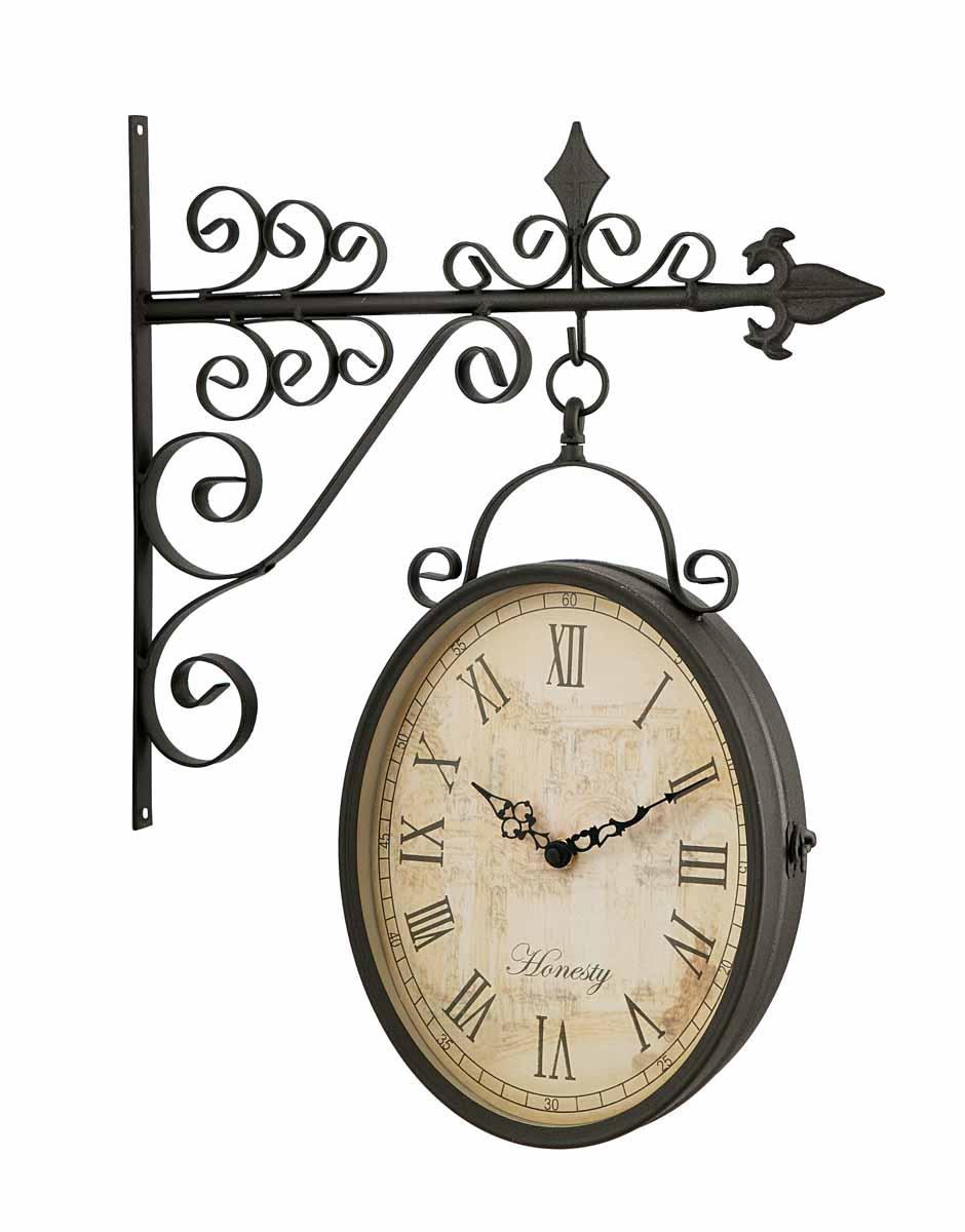 Часы настенные Clarence на кронштейне, цвет: серо-коричневый. 1718817188Кварцевые настенные часы Clarence, выполненные из металла с покрытием серо-коричневого цвета, оригинально украсят интерьер помещения, а также прекрасно подойдут для уличного декора. Двухсторонние часы в овальном корпусе выполнены в духе конца 19 века - эпоху развития железных дорог. Часы оформлены римскими цифрами и имеют две стрелки - часовую и минутную. Циферблат бежевого цвета оформлен изображением арки. Часы крепятся к стене с помощью кронштейна. Часы Clarence станут замечательным дизайнерским решением для декора сада, дачи или гостиной дома. Характеристики: Материал: металл, пластик, стекло. Размер циферблата: 23 см х 17,5 см. Размер корпуса часов: 25 см х 19 см х 8 см. Общий размер часов (с учетом кронштейна): 44 см х 35 см х 8 см. Рекомендуется докупить 2 батарейки типа АА (в комплект не входят). Товары для садоводства от Gardman - это вещи, сделанные с любовью, с истинно английской практичностью, основанной...