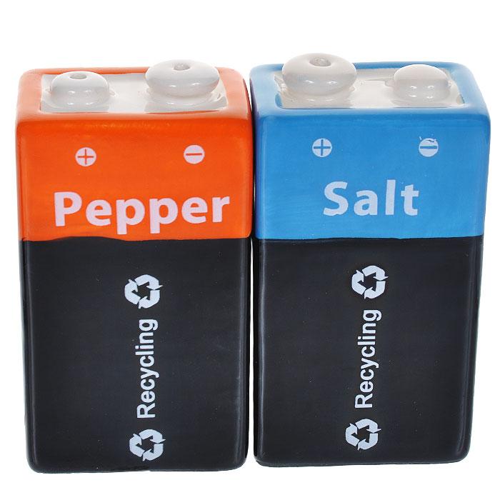 Набор для специй Батарейка крона: солонка, перечница95133Набор для специй Батарейка крона, изготовленный из керамики, состоит из перечницы и солонки. Предметы набора выполнены в виде батареек. Солонка и перечница легки в использовании: стоит только перевернуть емкости, и вы с легкостью сможете поперчить или добавить соль по вкусу в любое блюдо. Такой набор для специй оживит дизайн любой кухни и послужит отличным подарком для ваших друзей.