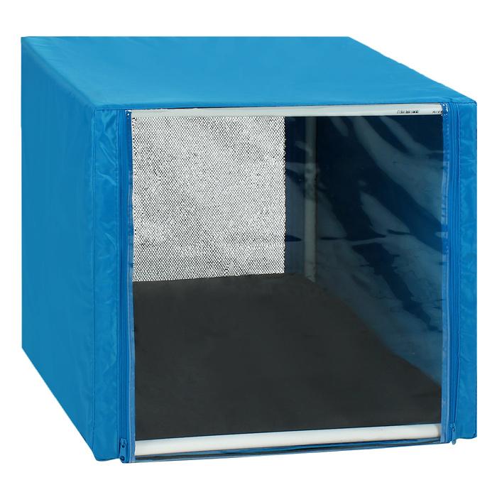 Клетка для кошек Заря-Плюс, выставочная, разборная, цвет: голубой, 56 см х 56 см х 56 см. КВР0КВР0гВыставочная клетка-палатка Заря-Плюс - отличный выбор для участия на любой российской или международной кошачьей выставке. Данная модель выставочной клетки обладает многочисленными преимуществами: - клетка выполнена из высококачественного материала - ПВХ; - клетка разборная, в комплект входит сборный каркас из пластиковых труб вместе с соединительными уголками; - боковые стороны клетки закрытые; - лицевая сторона клетки выполнена из пленки, которая пристегивается с помощью молнии; - обратная сторона клетки выполнена из сетки, которая также пристегивается с помощью молнии; - в сложенном виде клетка довольно компактна, при хранении занимает мало места; - клетка переносится в чехле, который входит в комплект; - для удобной переноски чехол имеет короткую и длинную ручки, также на чехле имеется 2 больших кармана на молнии; - в комплект входит матрац со съемным чехлом на молнии, при необходимости он легко...