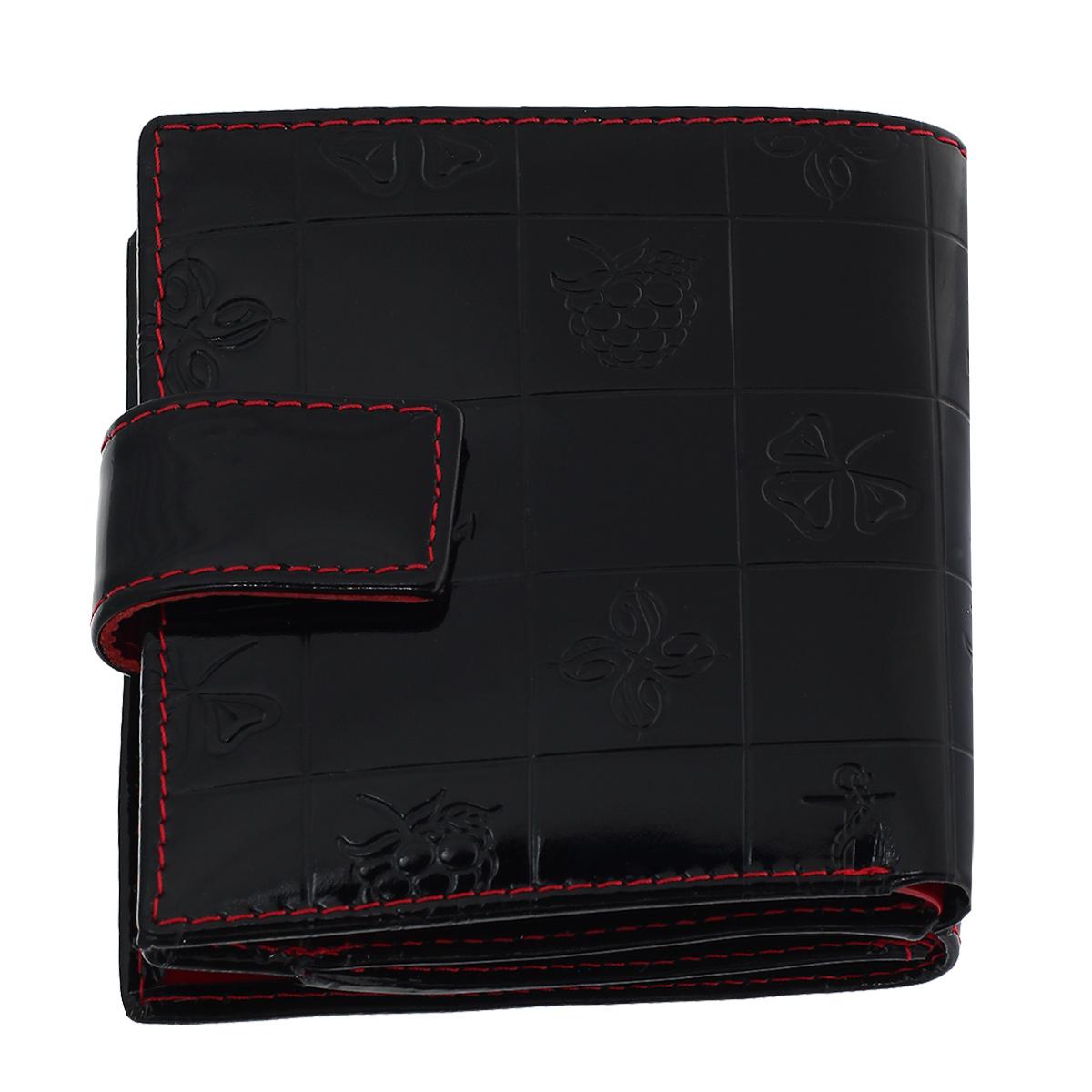 Кошелек женский Dimanche Bonbon, цвет: черный. 247247Кошелек Dimanche Bonbon изготовлен из натуральной лакированной кожи черного цвета с декоративным тиснением. Кошелек состоит из двух отделений. Первое отделение закрывается при помощи хлястика на магнитную кнопку; внутри содержится 2 отделения для купюр. Второе отделение, закрывающееся на магнитную кнопку, имеет 4 кармашка для пластиковых карт и объемный карман для мелочи, закрывающийся клапаном на кнопку. Внутри кошелек отделан атласным полиэстером красного цвета с рисунком. Фурнитура - золотистого цвета. Стильный кошелек отлично дополнит ваш образ и станет незаменимым аксессуаром на каждый день. Упакован в фирменную картонную коробку коричневого цвета.