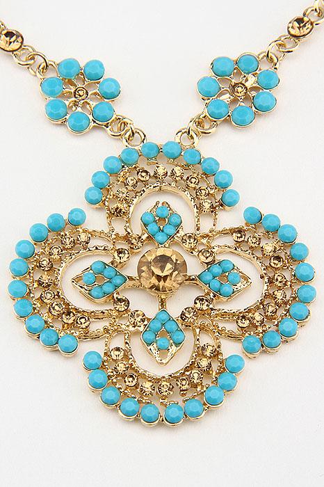 Колье Fashion Jewelry, цвет: золотистый, голубой. NK0153Бусы-ниткаОригинальное колье Fashion Jewelry представляет собой цепочку из металла и кулон в виде медальона. Кулон выполнен из металла и декорирован стразами из стекла и пластика. Колье имеет надежную застежку-карабин. Колье Fashion Jewelry не только привлечет внимание окружающих, но и дополнит ваш образ и поможет создать свой неповторимый стиль.