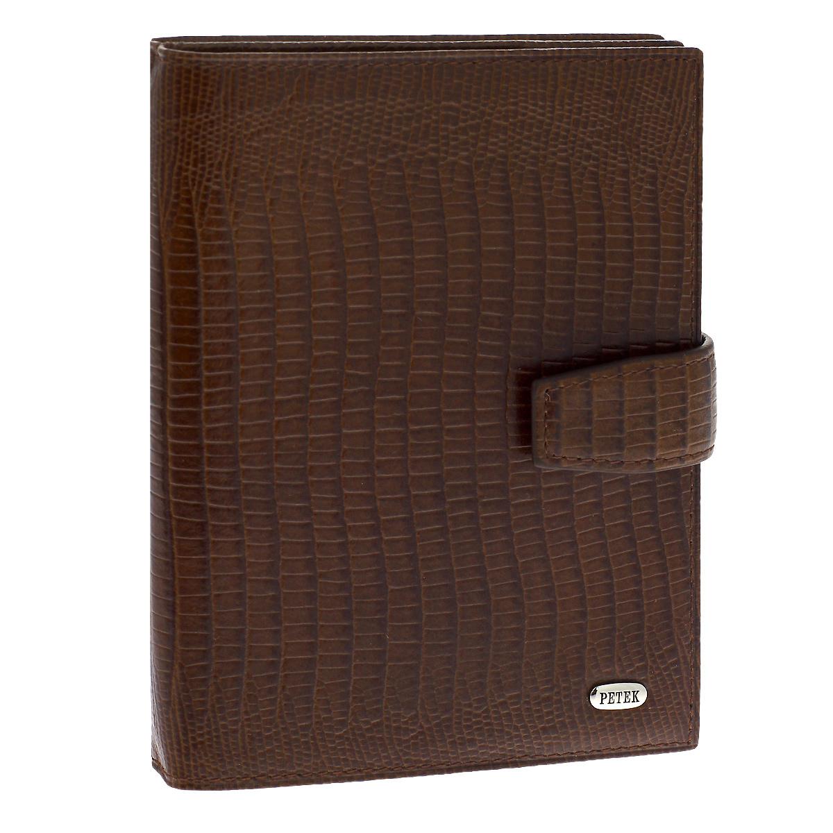 Обложка для паспорта и автодокументов Petek, цвет: темно-коричневый. 595.041.02595.041.02 D.BrownОбложка для паспорта и автодокументов Petek выполнена из натуральной кожи темно-коричневого цвета с декоративным тиснением под питона. Внутри состоит из отделения для паспорта, шести отделений из прозрачного пластика для автодокументов и двух сетчатых карманов. Обложка закрывается небольшим хлястиком на кнопку. Обложка упакована в фирменную коробку с логотипом фирмы. Такая обложка станет замечательным подарком человеку, ценящему качественные и практичные вещи. Характеристики: Материал: натуральная кожа, текстиль, ПВХ, металл. Цвет: темно-коричневый. Размер обложки (в закрытом виде): 9,5 см x 13,5 см х 1,5 см.