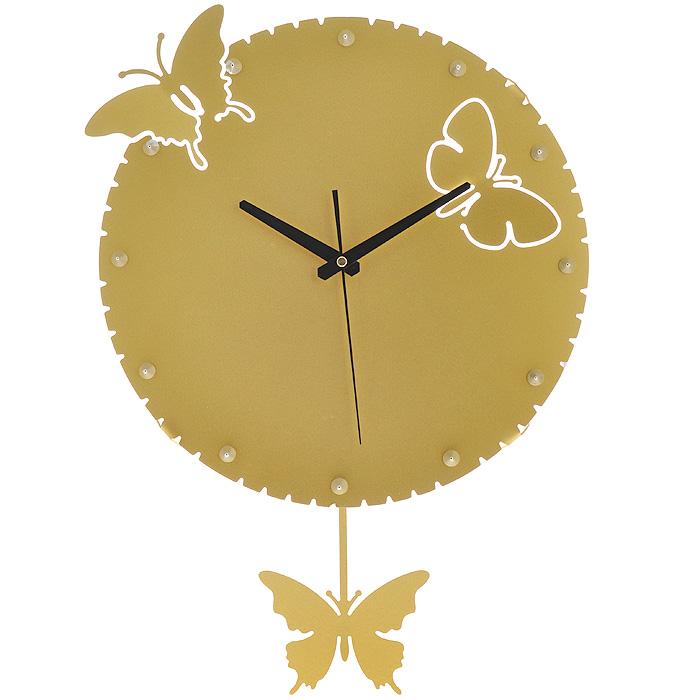Часы настенные Бабочки, с маятником, цвет: золотистый. 9518195181Изящные настенные часы Бабочки эффектно украсят интерьер помещения. Дизайн, полный хрупкого изящества, в этих часах удачно сочетается с высокой прочностью материалов. Корпус, оформленный изящной перфорацией, выполнен из коррозионностойкой стали с порошковым напылением золотистого цвета. Несмотря на устойчивый к механическим воздействиям корпус, часы выглядят ажурными, словно вырезанными из бумаги. Часы имеют три стрелки: часовую, минутную и секундную. Постоянное движение маятника с фигуркой бабочки придает иллюзию постоянного трепета. Механизм часов - кварцевый. С задней стороны корпуса имеется отверстие для подвешивания на стену. Красивые и качественные настенные часы украсят современный интерьер и порадуют надежной работой.
