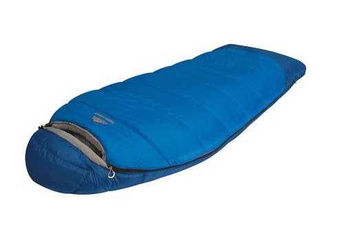 Спальный мешок Alexika Forest Compact, цвет: синий, правосторонняя молния. 9231.010519231.01051Туристический спальник Alexika Forester Compact представляет собой уменьшенную копию спальных мешков модели Forester, и обладает всеми теми же качествами, за исключением размера, который на порядок меньше (-20 см длины) и немножко легче (в отличие от оригинала, который весит 2,4 кг, компактная модель весит 2,1 кг). Критическая температура -15°C. Наиболее оптимальная от +1°C до -4°C. Вдоль оси капюшона расположен мягкий валик, под который удобно подложить голову во время сна. Бегунок молнии оснащен люминесцентной петлей, а сама молния - специальной лентой для защиты от закусывания, к тому же молния хорошо загерметизирована и утеплена, и не пропустит холодный воздух сквозь зубцы. Внутренняя часть капюшона сделана из ткани Soft Micro Polyester Diamond RipStop, которая неплохо вентилирует воздух. В заключении можно сказать, что Alexika Forester Compact - удачная комбинация кокона и спальника одеяла с высоким комфортом и низкими теплопотерями. ...