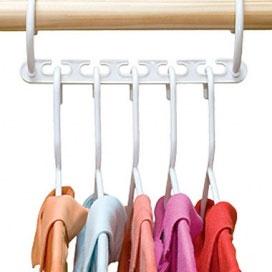 Платформа для вешалок Bradex Цепочка, 8 штUP210DFБлагодаря платформе для вешалок Bradex Цепочка, в вашем шкафу поместится в 3 раза больше одежды, так как это приспособление экономит пространство в гардеробе, компактно структурируя его содержимое. На одной такой платформе расположено по пять крючков, а сама Цепочка изготовлена из прочного пластика, поэтому выдержит даже тяжелую зимнюю одежду (пальто, куртки и т.п.). Платформа для вешалок обеспечит порядок среди вашей одежды и легкий доступ к нужной вещи. В комплекте 8 платформ и инструкция на русском языке.