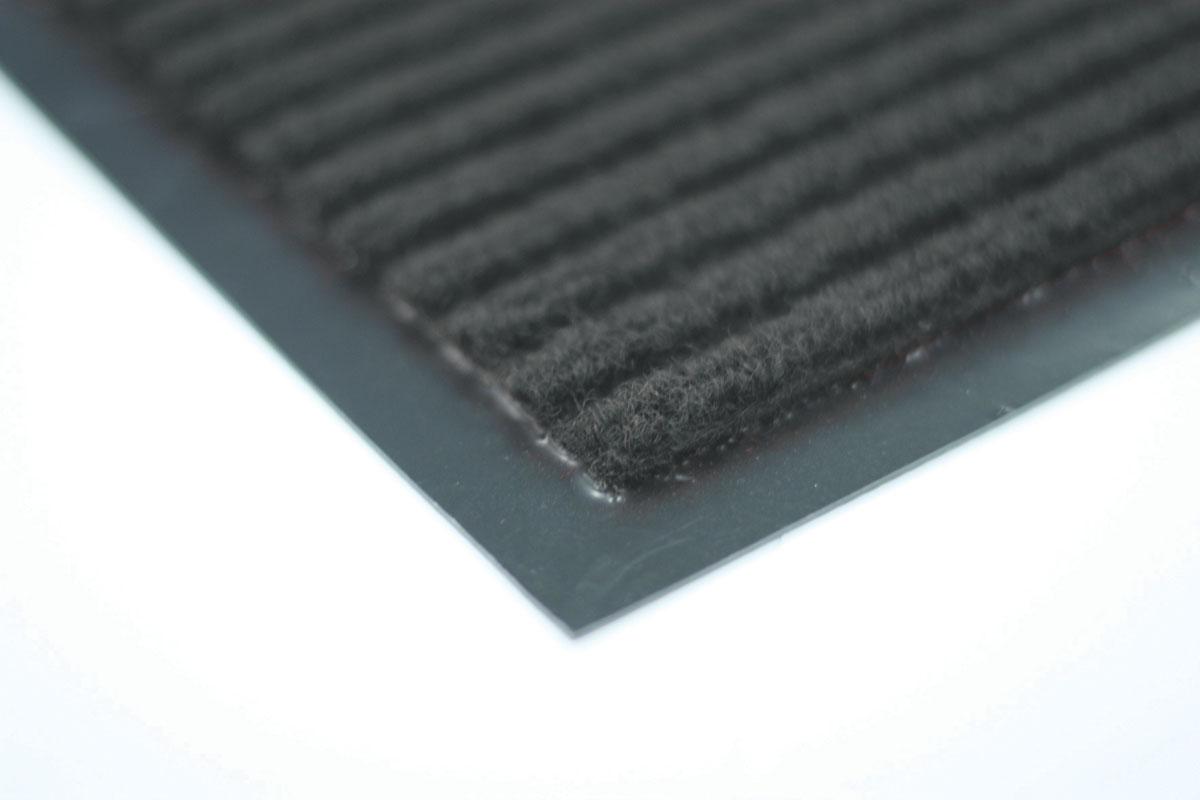 Коврик влаговпитывающий Vortex, ребристый, цвет: серый, 40 х 60 см22075Влаговпитывающий ребристый коврик Vortex выполнен из ПВХ и полиэстера. Он прост в обслуживании, прочный и устойчивый к различным погодным условиям. Предназначен для использования внутри и снаружи помещения. Лицевая сторона коврика мягкая и ребристая. Прорезиненная основа предотвращает его скольжение по гладкой поверхности и обеспечивает надежную фиксацию. Такой коврик надежно защитит помещение от уличной пыли и грязи.