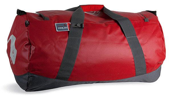Дорожная сумка Tatonka Barrel L, цвет: красный, 85 л. 1999.015P532W-RСверхпрочная сумка в спортивном стиле для путешествий. Благодаря комбинации материалов Textreme и Tarpaulin сумка Barrel обладает исключительной прочностью. Сумка имеет мягкое дно, сетчатый карман под крышкойи широкие и прочные ручки для переноски и специальные убирающиеся ручки для переноски сумки на спине.Особенности:Материал: Textreme 6.6; Tarpaulin 1000.Особо прочные материалы.Дно с мягкой подкладкой.Сетчатый карман под крышкой.Широкие ручки для переноски.Скрытые плечевые ремни.Табличка.Объем 85 л.