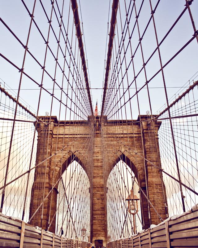 Картина на стекле Postermarket Мост, 40 х 50 см12245Картина на стекле Postermarket - это новое слово в оформлении интерьера. Изделие выполнено из закаленного стекла, что обеспечивает устойчивость к внешним воздействиям, защиту от влаги и долговечность. Картина оформлена красочным изображением моста. С задней стороны имеется петелька для подвешивания к стене. Стильный, современный дизайн, а также яркие и насыщенные цвета сделают эту картину прекрасным дополнением интерьера комнаты.