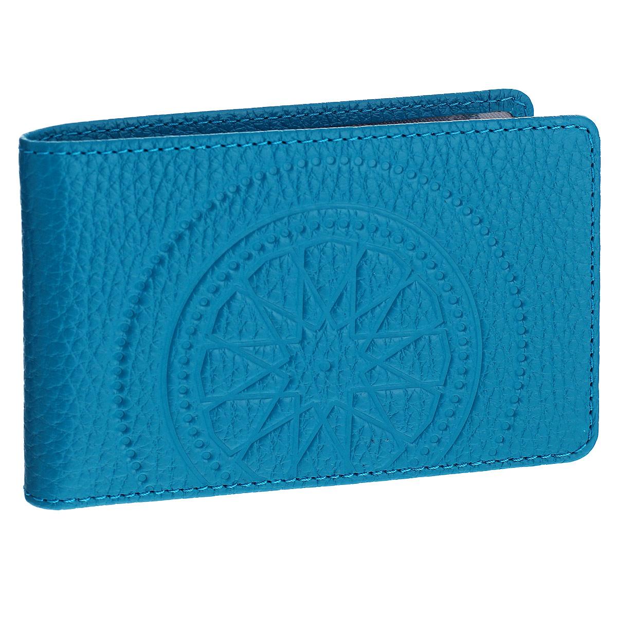 Визитница горизонтальная Askent Talisman, цвет: голубой. V.72.SNV.72.SN. голубойКомпактная горизонтальная визитница Askent Talisman - стильная вещь для хранения визиток. Обложка визитницы выполнена из натуральной кожи с зернистой фактурой и оформлена декоративным тиснением. На внутреннем развороте 2 пластиковых кармашка. Внутренний блок состоит из 20 прозрачных кармашков, рассчитанных на 40 визитных или 20 кредитных карт.