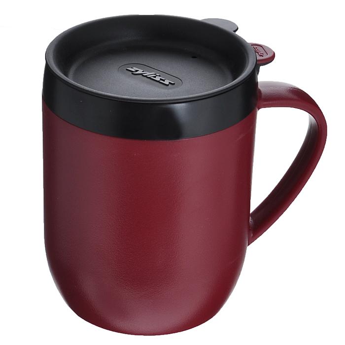 Термокружка Zyliss Hot Mug, с крышкой, с ситечком, цвет: бордовый, черный, 400 млE990004WDТермокружка Zyliss Hot Mug изготовлена из высококачественного пластика. Двойные стенки защищают руки от высоких температур и дольше сохраняют температуру напитка. Удобная герметичная пластиковая крышка со специальным отверстием для питья не позволит пролиться любимому напитку во время ходьбы или движения за рулем автомобиля. С помощью ситечка для заваривания, входящего в комплект, можно приготовить кофе или чай непосредственно в кружке, что позволит сэкономить ваше время. Термокружка Hot Mug очень компактна и не займет много места. Теперь вы в любое время и в любом месте сможете насладиться вашим любимым напитком. Диаметр кружки по верхнему краю: 8,5 см. Высота кружки (без крышки): 11,5 см. Диаметр основания фильтра: 7 см. Объем: 400 мл.