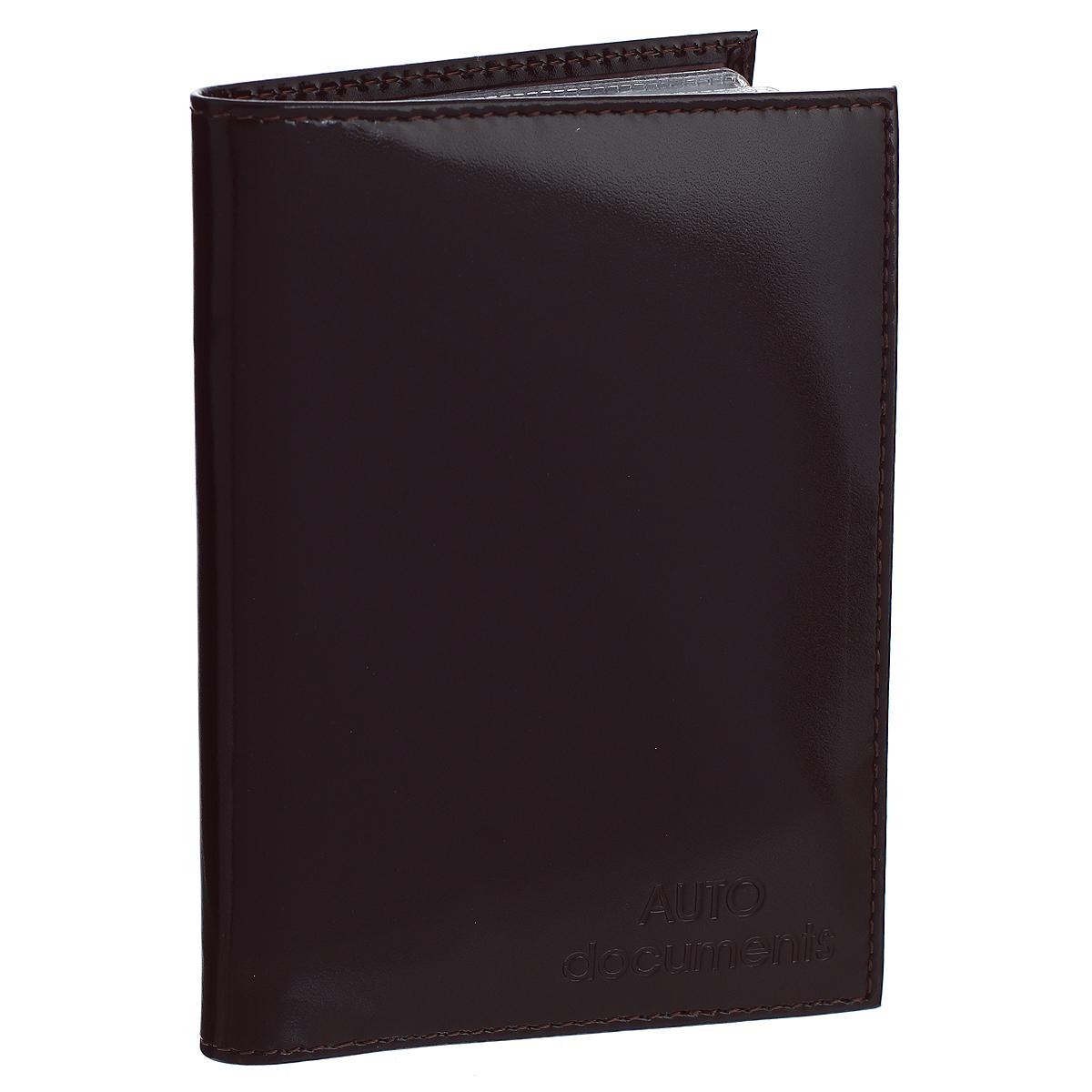 Бумажник водителя Befler Classic, цвет: темно-коричневый. BV.20.-1BV.20.-1.brownБумажник водителя Befler Classic выполнен из натуральной гладкой кожи. На внутреннем развороте имеет один глубокий вертикальный карман из кожи и 4 прорезных кармашка для кредитных карт и визиток, прозрачный кармашек и внутренний блок для водительских документов из прозрачного пластика (6 карманов). Такой бумажник станет отличным подарком для человека, ценящего качественные и необычные вещи.