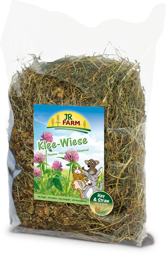 Сено для грызунов JR Farm, с клевером, 500 г36506Растительный корм для кроликов и других грызунов JR Farm изготовлен из мягко высушенных трав альпийского луга с очень высоким содержанием листьев. Сено обогащено разнообразными травами, цветками, фруктами или овощами. Сено из натуральных трав - обязательный грубый корм в рационе карликовых кроликов и морских свинок, и оно должно быть всегда в свободном доступе и необходимом объеме для животного. Состав: сено, цветки клевера 10%. Вес: 500 г. Товар сертифицирован.