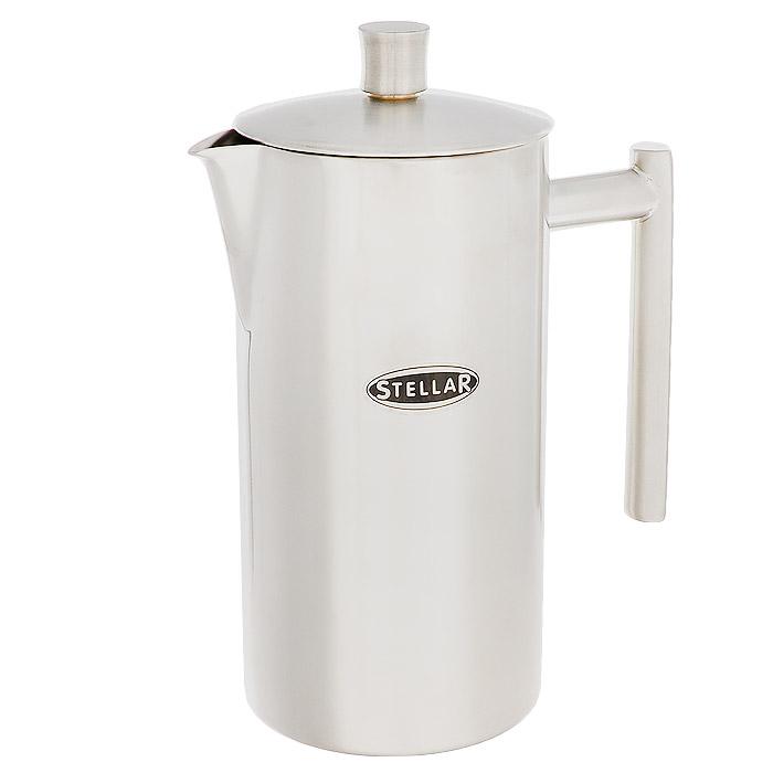 Кофейник Silampos с френч-прессом, 0,8 л41281318SM61Кофейник Silampos изготовлен из высококачественной нержавеющей стали с матовой полировкой. Фильтр-поршень из нержавеющей стали обеспечивает равномерную циркуляцию воды и насыщенность напитка. С его помощью также можно регулировать степень крепости кофе. Кофейник оснащен удобной ручкой и носиком для слива. Кофейник Silampos позволит быстро приготовить свежий и ароматный кофе. Можно мыть в посудомоечной машине. Посуда Silampos производится с использованием самых последних достижений в области производства изделий из нержавеющей стали. Алюминиевый диск инкапсулируется между дном кастрюли и защитной оболочкой из нержавеющей стали под давлением 1500 тонн. Этот высокотехнологичный процесс устраняет необходимость обычной сварки, ахиллесовой пяты многих производителей товаров из нержавеющей стали. Вместо того, чтобы сваривать две металлические детали вместе, этот процесс соединяет алюминий и нержавеющей стали в единое целое. Метод полной инкапсуляции позволяет с...