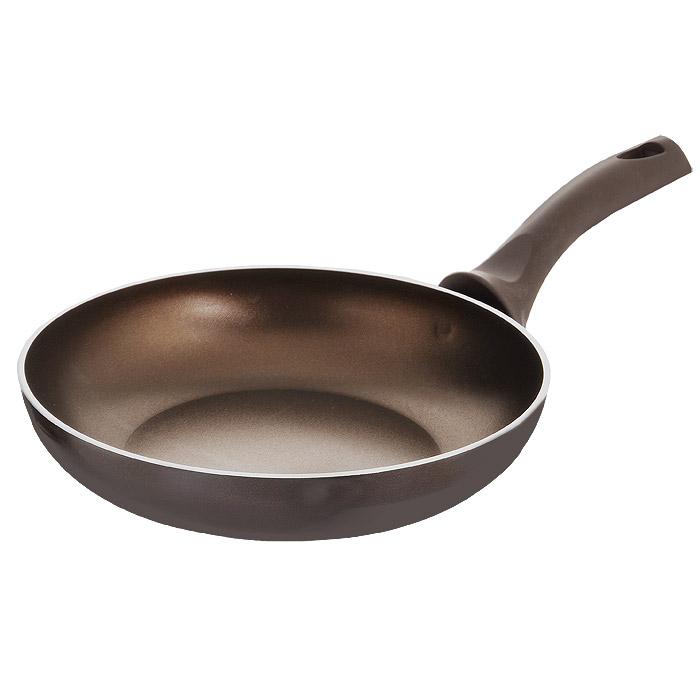 Сковорода Esprado Bronze, с антипригарным покрытием. Диаметр 24 смBROT24AE103Сковорода Esprado Bronze изготовлена из алюминия с внутренним антипригарным покрытием Teflon Classic. Не содержит примеси PFOA, поэтому абсолютно безопасно для здоровья и окружающей среды. Такое покрытие удобно для ежедневного приготовления с минимальным количеством масла или даже без него, легко моется. Внешнее покрытие бронзового цвета - эмаль на основе частиц кремния. Изделие имеет классическую форму и высокие бортики, что идеально подходит для тушения и томления овощей, мяса, плова и т.д. Ненагревающиеся эргономичные ручки выполнены из бакелита коричневого цвета с покрытием Soft-Touch. Разработчики коллекции Bronze отдают дань традициям кулинарии, предлагая классическую коллекцию посуды для приготовления в современном прочтении. Основательность форм и удобство в использовании, благодаря высоким бортикам и эргономичным ручкам из бакелита, гармонично объединены с эстетичным дизайном. Для коллекции был выбран элегантный темно-бронзовый цвет, который превращает посуду...