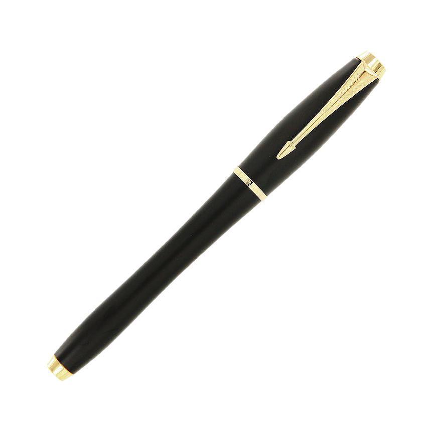 Ручка перьевая Parker Urban, цвет: черный, золотистый72523WDУстремленная в будущее, ручка Parker Urban – отражение современной высокотехнологичной эпохи в дизайне пишущего инструмента.Аэродинамическая форма подчеркивает нацеленность на результат, при достижении которого все внешние сопротивления должны быть сведены к минимуму. Характер и напор Parker Urban, этой безусловно стильной ручки, виден невооруженным глазом. Не удивляйтесь, если через некоторое время почувствуете, что можете находиться в нескольких местах одновременно. Обтекаемые формы вкупе с просчитанным балансом придают ручке Parker Urban ее эффектный лоск спортивного болида, а вам – настрой на победу и импульс к решению любой, пусть даже самой неожиданной, проблемы. Цвет: Черный, золото Корпус - нержавеющая сталь Отделка - многослойное лаковое покрытие, отдельные детали дизайна - позолота Перо: нержавеющая сталь Съёмный колпачок Увеличенный диаметр корпуса ручки Современный дизайн с пулевидной формой корпуса Особенности: возможно использование чернильных картриджей Parker или конвертера