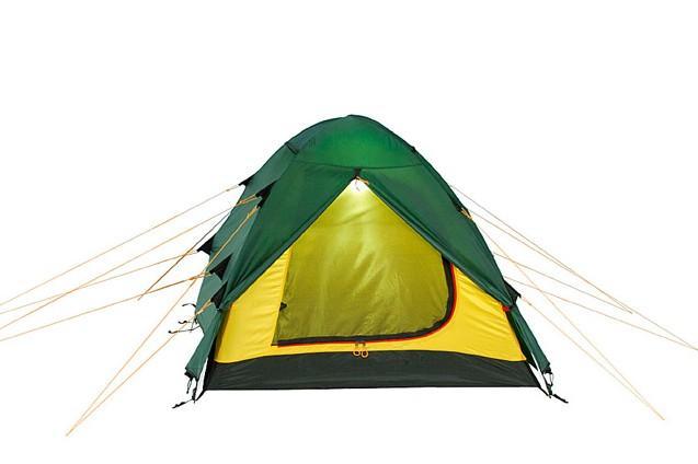 Палатка Alexika Nakra 3 Green0-70-648Удобная трехместная палатка NAKRA 3 - последнее «слово» в индустрии создания принадлежностей для активного туризма. Модель отлично подходит для использования в условиях непогоды, при проливном дожде или сильных порывах ветра. Ее главное преимущество - надежная и прочная ветроустойчивая конструкция, которая удерживается благодаря каркасу из алюминиевых дуг. Палатка NAKRA 3 станет отличным выбором для путешественников, планирующих выезжать на природу с одной или несколькими ночевками уже с конца марта. Ее прочная не продуваемая ткань делает данную модель незаменимой также при поездках поздней осенью. Туристическая палатка NAKRA 3 отличается тщательно продуманной конструкцией. Ее вход с двух сторон защищают выдающиеся вперед треугольные крылья из тента, предотвращающие попадание внутрь холодного воздуха. Вы можете быть уверены, что даже при сильном ветре внутри палатки вам будет спокойно и уютно. Верхняя часть и дно модели NAKRA 3 выполнены из прочной ткани Polyester, которая практически не намокает и не продувается. Встроенная внутренняя палатка застегивается на специальные замки, благодаря чему путешественники могут спокойно спать, не страшась сквозняка, не боясь заболеть, ощущая только комфорт. Вес: 4,2 кг. Количество мест: 3. Сезонность: весна-осень. Размер: 415 x 190 x 115 см. Размер в чехле: 18 x 52 см. Материал тента: Polyester 190T PU 4000 mm. Материал дна: Polyester 150D Oxford PU 6000 mm. Внутренняя палатка: есть. Материал дуг: Alu 8.5 Alu 9.5. Ветроустойчивость: средняя. Количество входов: 2. Цвет: зеленый. Область применения: трекинг. Технологии:Пропитка, задерживающая распространение огня. Швы герметизированы термоусадочной лентой. Узлы палатки, испытывающие высокие нагрузки, усилены более прочной тканью. Край тента обшит прочной стропой. Молнии на внешнем тенте фиксируются алюминиевым крючком. Внутренняя палатка оснащена противомоскитной сеткой, шестью карманами, кольцом для фонаря и полочкой для мелких предметов. Эффе