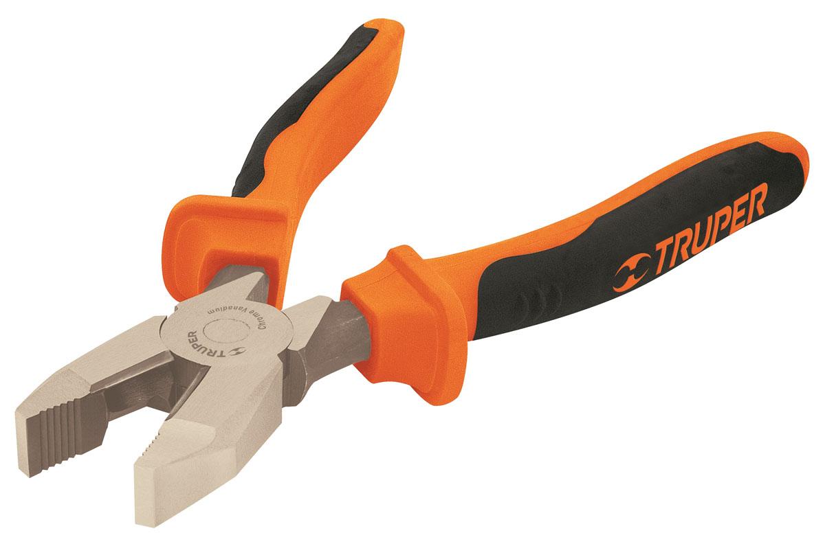 Плоскогубцы профессиональные Truper, 177,8 ммT200-7XПрофессиональные плоскогубцы Truper изготовлены из кованной хром-ванадиевой стали, которая в два раза прочнее углеродистой стали. Они предназначены для захвата, зажима и удержания мелких деталей. Сатинированное покрытие металлической части в 3 раза лучше защищает от коррозии. Обрезиненные рукоятки обеспечивают надежный захват.