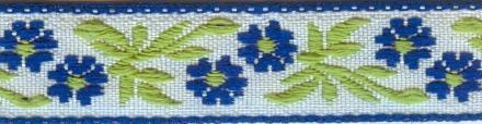 Тесьма декоративная Астра, цвет: синий, ширина 1,2 см, длина 16,4 м. 7703257_17703257_1Декоративная тесьма Астра выполнена из жаккарда и оформлена оригинальным цветочным орнаментом. Такая тесьма идеально подойдет для оформления различных творческих работ таких, как скрапбукинг, аппликация, декор коробок и открыток и многого другого. Тесьма наивысшего качества практична в использовании. Она станет незаменимым элементом в создании рукотворного шедевра. Ширина: 1,2 см. Длина: 16,4 м.