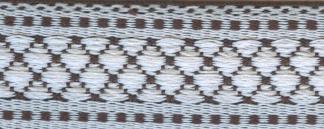 Тесьма декоративная Астра, цвет: белый, черный, ширина 1,8 см, длина 16,4 м. 77032627703262_белый/черныйДекоративная тесьма Астра выполнена из текстиля и оформлена оригинальным орнаментом. Такая тесьма идеально подойдет для оформления различных творческих работ таких, как скрапбукинг, аппликация, декор коробок и открыток и многое другое. Тесьма наивысшего качества и практична в использовании. Она станет незаменимом элементов в создании рукотворного шедевра. Ширина: 1,8 см. Длина: 16,4 м.