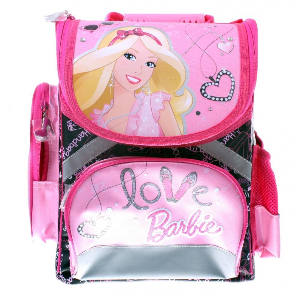 Рюкзак, спинка - толстый поролон, усиление пластиком, BarbieBRAB-RT2-113Спинка сделана из высокотехнологичного водонепроницаемого упругого материала, анатомически расположенные поролоновые вставки и специальная сетка для воздухообмена обеспечивают максимальный комфорт. Облегченная пластиковая вставка служит для создания анатомического эффекта при ношении рюкзака за спиной. Боковые стороны выполнены из высокотехнологичного водонепроницаемого материала и укреплены облегченными пластиковыми вставками для обеспечения жесткости конструкции и правильного распределения нагрузки. Лямки: увеличенная ширина лямок позволяет снизить нагрузку на надплечье. Регулируемая длина гарантирует, что рюкзак подойдет ребенку любого роста. Высокотехнологичный водонепроницаемый упругий материал, поролон и специальная сетка для воздухообмена обеспечивают максимальный комфорт. Резиновая ручка анатомической формы позволяет удобно переносить рюкзак в руках. Светоотражающие элементы на лямках и корпусе рюкзака делают ребенка более заметным для водителей и повышают безопасность...