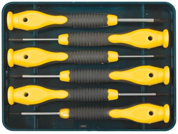 Отвертки для точных работ FIT Профи Нейтрон, PH/SL, 6 штSC-FD421005Отвертки для точных работ FIT Профи Нейтрон предназначены для профессионального использования. В наборе - 3 плоские и 3 крестовые отвертки. Жало отверток изготовлено из легированной закаленной хром-молибденовой стали. Матовое хромированное антикоррозионное покрытие. Идеальное сочетание пластичности и твердости. Магнитный наконечник со специальным оксидированным (шероховатым) покрытием для лучшего зацепления с крепежными элементами. Пластиковая ручка оснащена вращающимся прижимом и антискользящей вставкой из термопластичной резины. Для хранения предусмотрен пластиковый футляр. Материал: хром-молибденовая сталь, пластиковая прорезиненная ручка. Твердость стали: 47-52 HRC.Комплектация: 6 шт.Размеры: (1- PH 000; PH 00; PH 0; SL 1,0; SL 1,5; SL 2,0), (2- с отверстием: Т4, Т5, Т6, Т7, Т8, Т10).