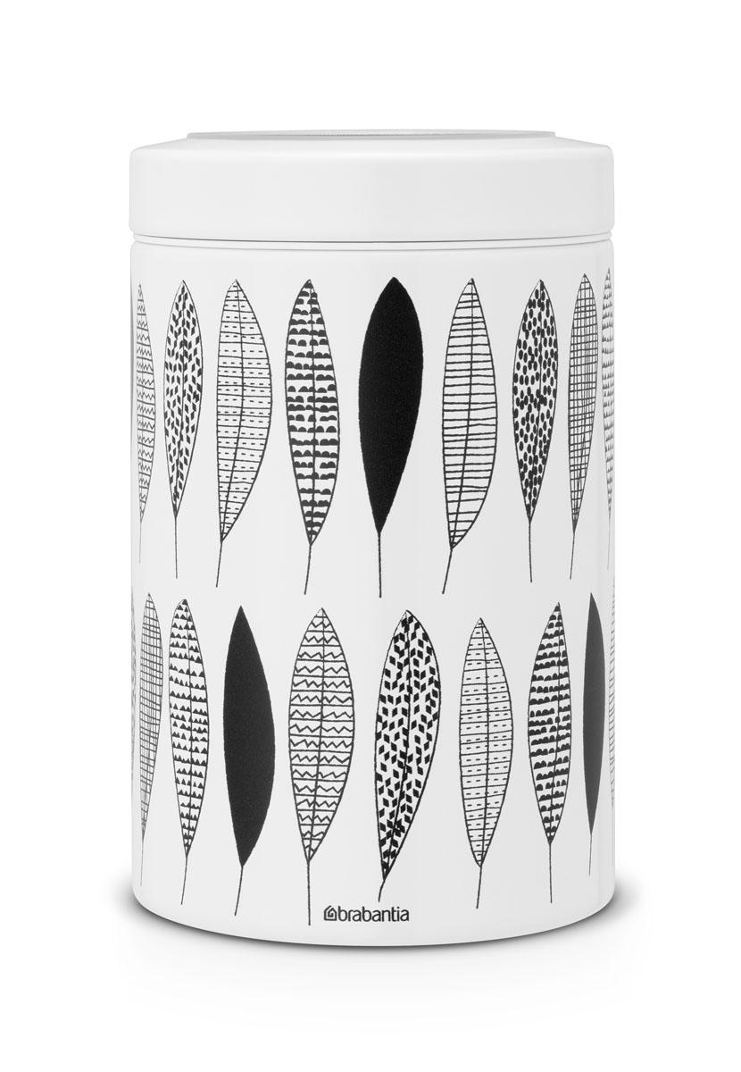 Контейнер для сыпучих продуктов Brabantia, 1,4 л. 484780484780Контейнер для сыпучих продуктов Brabantia изготовлен из антикоррозийной стали с защитным покрытием и легко чистится благодаря гладкой внутренней поверхности. Внешние стенки оформлены оригинальным рисунком в черно-белых тонах. Банка плотно закрывается крышкой с прозрачным окошком, позволяющим видеть содержимое. Герметичная крышка не пропускает запахи и позволяет дольше сохранять аромат продуктов. Благодаря антистатической поверхности содержимое контейнера не прилипает к пластиковому окошку. Контейнеры для сыпучих продуктов Brabantia позволяют дольше сохранить ваш кофе, чай, макаронные изделия и другие продукты свежими. Контейнер Brabantia объемом 1,4 л вмещает 500 г кофе или 1 кг сахара. Контейнер удобно размещать в глубоком ящике кухонного стола и в то же время он отлично смотрится на полке или столешнице. Диаметр: 11 см. Высота (с крышкой): 17 см. Объем: 1,4 л.