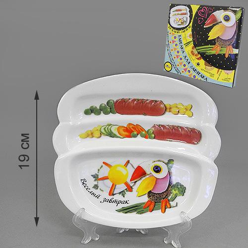 Блюдо для сосисок LarangE Веселый завтрак с туканом, 20,5 х 19 см553-200Блюдо для сосисок LarangE Веселый завтрак с туканом изготовлено из высококачественной керамики. Изделие украшено изображением тукана и еды. Тарелка имеет три отделения: 2 маленьких отделения для сосисок и одно большое отделение для яичницы или другого блюда. Можно использовать в СВЧ печах, духовом шкафу и холодильнике. Не применять абразивные чистящие вещества.