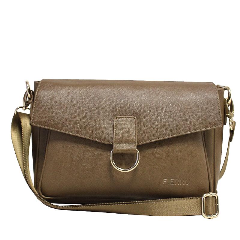 Сумка женская Fierro, цвет: коричневый. 019053-47670-00504Стильная женская сумка Fierro выполнена из высококачественной натуральной кожи с тиснением. Сумка имеет одно отделение, закрывающееся на застежку-молнию и сверху широким клапаном на магнитную кнопку. Внутри - вшитый карман на застежке-молнии и накладной кармашек с зеркалом. С внешней стороны под клапаном расположен накладной карман, на задней стенке - вшитый карман на застежке-молнии.Сумка оснащена плечевым ремнем регулируемой длины. В комплекте чехол для хранения. Фурнитура - золотистого цвета. Сумка - это стильный аксессуар, который подчеркнет вашу индивидуальность и сделает ваш образ завершенным. Оригинальное цветовое сочетание, стильный декор, модный дизайн - прекрасное дополнение к гардеробу модницы.